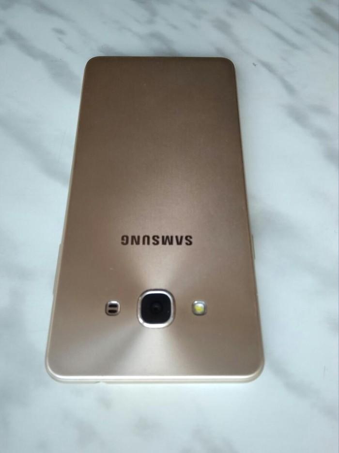 Б/у Samsung Galaxy J3 2017 16 ГБ Золотой. Photo 4