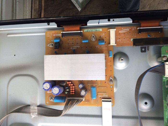 Samsung 42' плазма со сломанным экраном блок питания,борты целые в Лебединовка