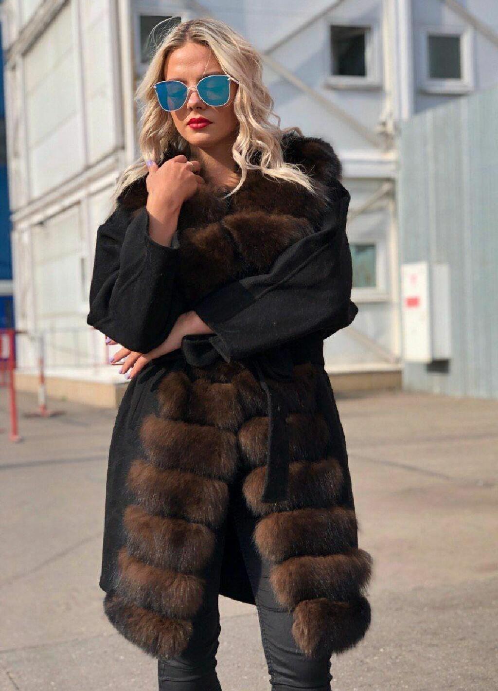 Женские пальто с натуральным мехом песца