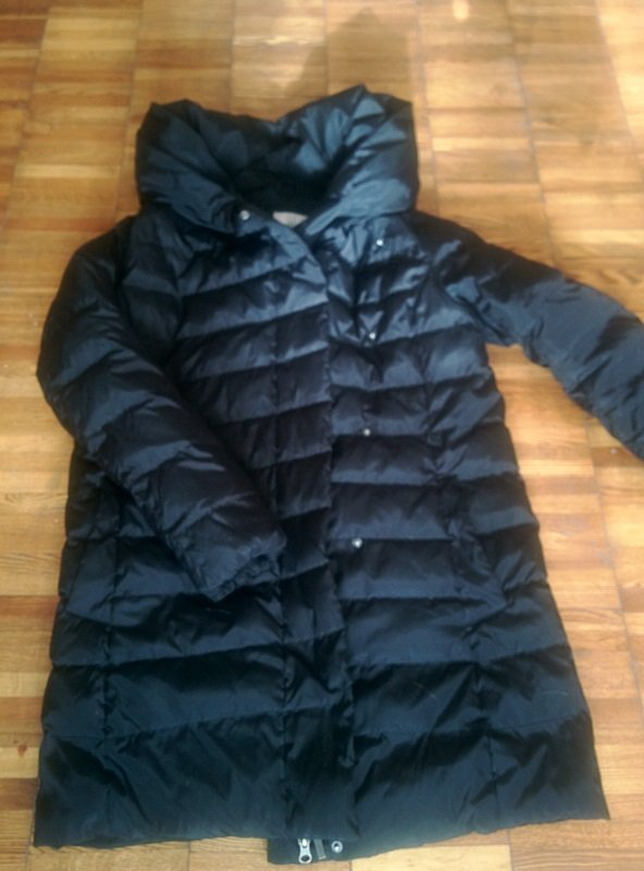 Продаю куртку б\у, размер s (44), цвет черный, пух.  (торг уместен) в Бишкек
