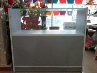 Bakı şəhərində Шкафы для витрин магазинов.3 штуки. Почти новые.покупались дорого.