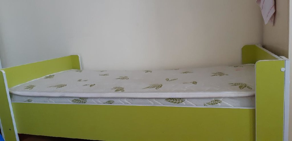 Продаю детские 2 кроватки в месте с матрасами.Каждая по 2000сом