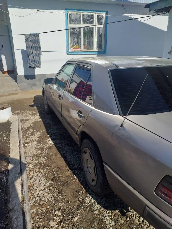 Mercedes-Benz 230 2.3 л. 1988: Mercedes-Benz 230 2.3 л. 1988