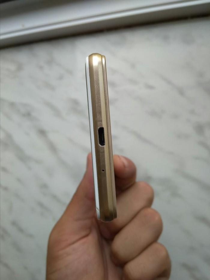 Б/у Samsung Galaxy J3 2017 16 ГБ Золотой. Photo 2