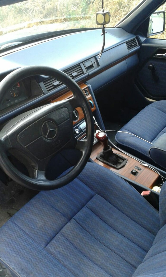 Mercedes-Benz E 200 1993. Photo 5