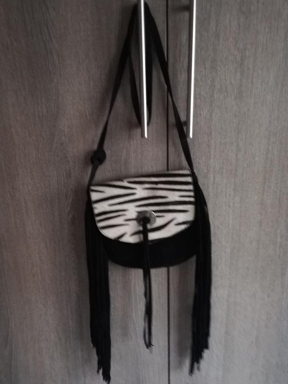 Χιαστή τσάντα, με μοτίβο ζεβρε στο καπάκια