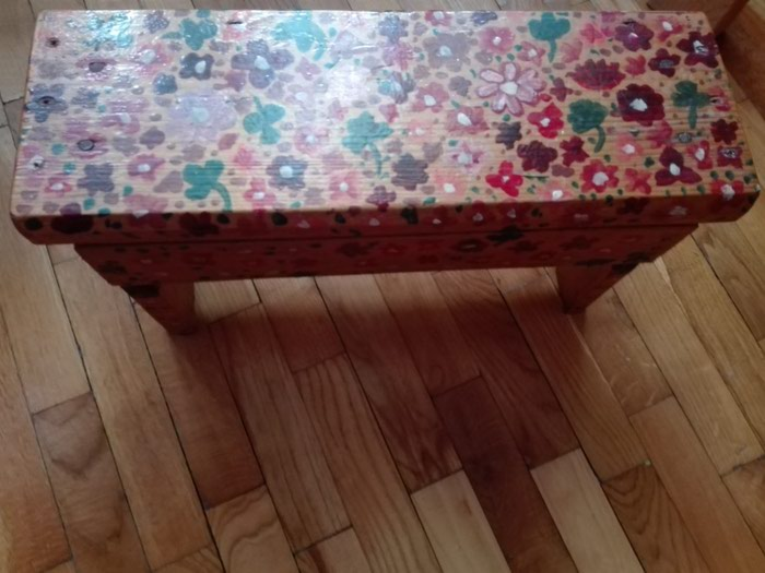 Stolica manja drvena odlicno ocuvana - Pancevo