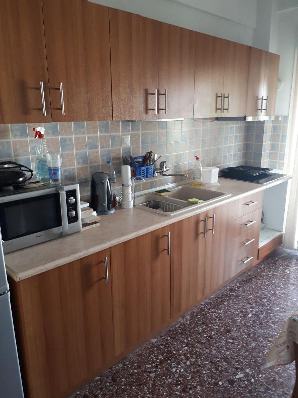 Πωλείται κουζινα με ντουλάπια, σε άριστη κατάσταση σε χρώμα ξύλου