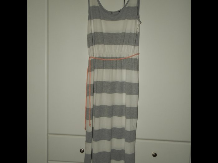 Medium μακρυ φορεμα φορεμενο μονο 2 φορες. Photo 0