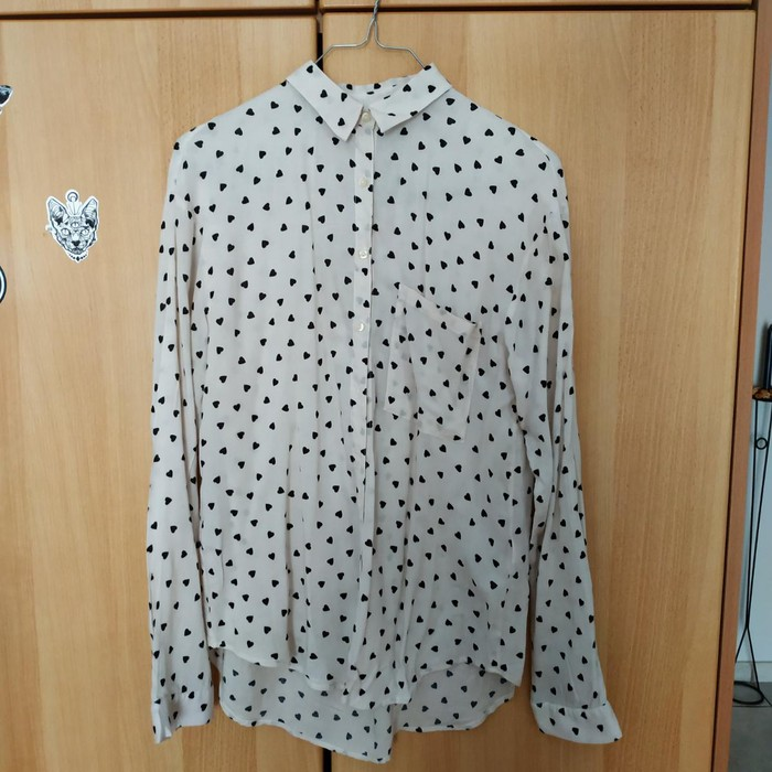 Woman's shirt size small pull and Bear σε Βόλος