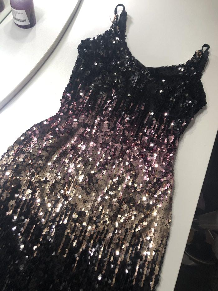 Svečana haljinica sa sljokicama,jednom nosena,bez ostećenja. Photo 2