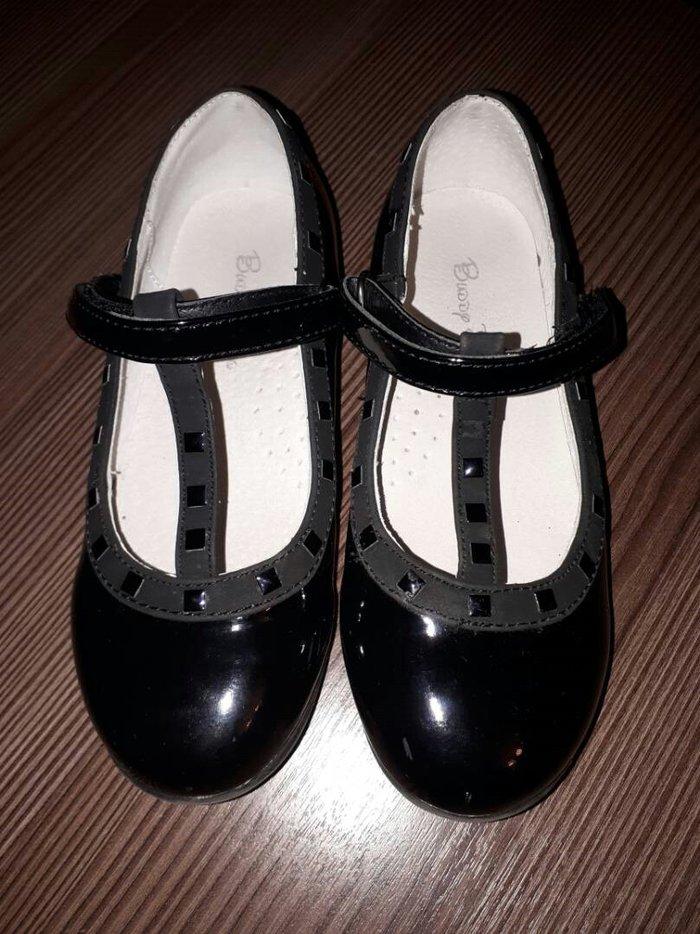 очень красивые туфли 28 размер.  Носили один раз на  утренник.Покупали в Бишкек