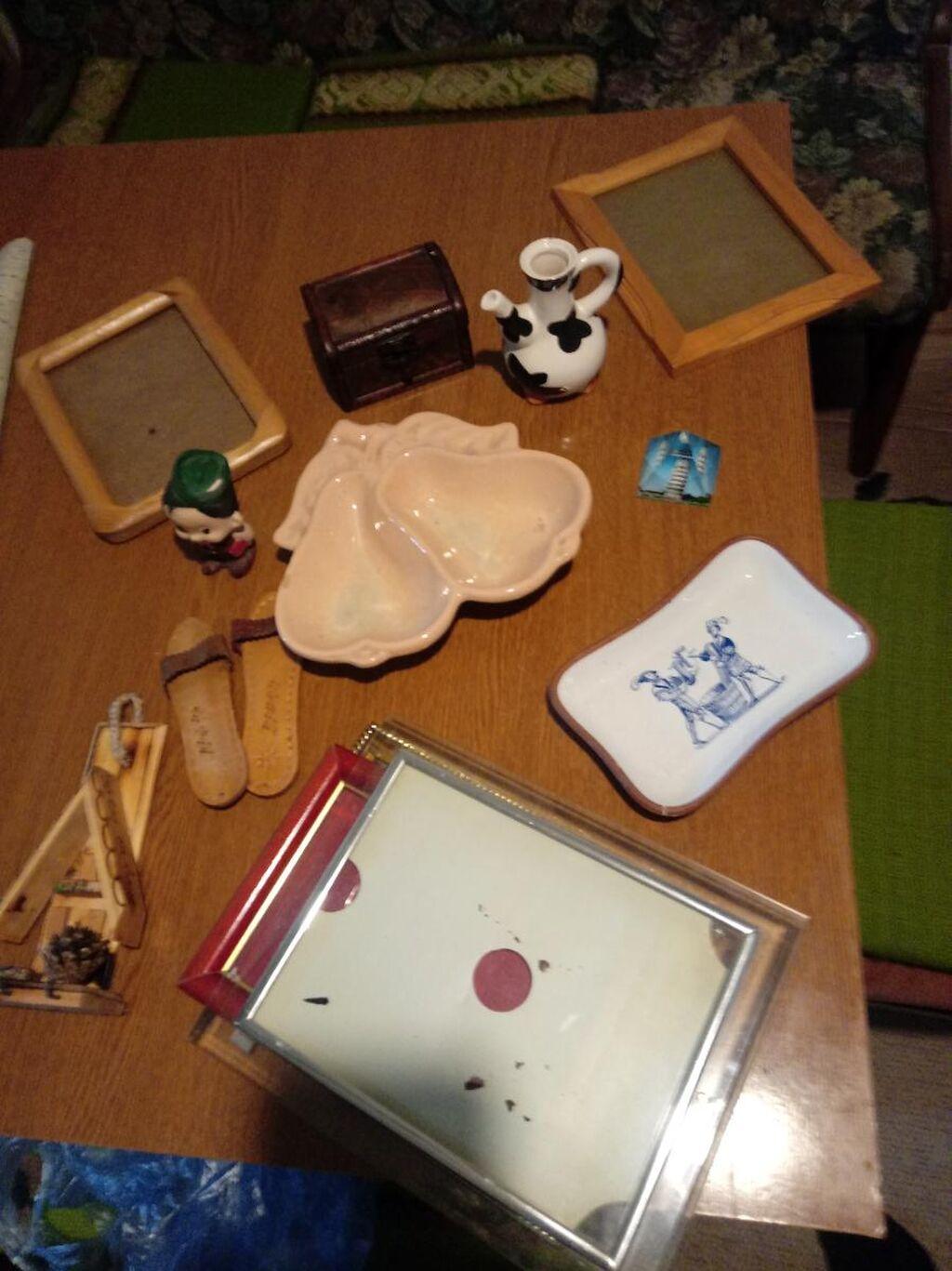 """4 rama za slike, kutijica za nakit ,posudica keramicka u obliku kruske za grickalce,piksla keramicka unikatna,figurica seljak""""kucica za kljuceve,dve nanule ukrasne,bokal mali kravica i piramida staklena krivi toranj"""