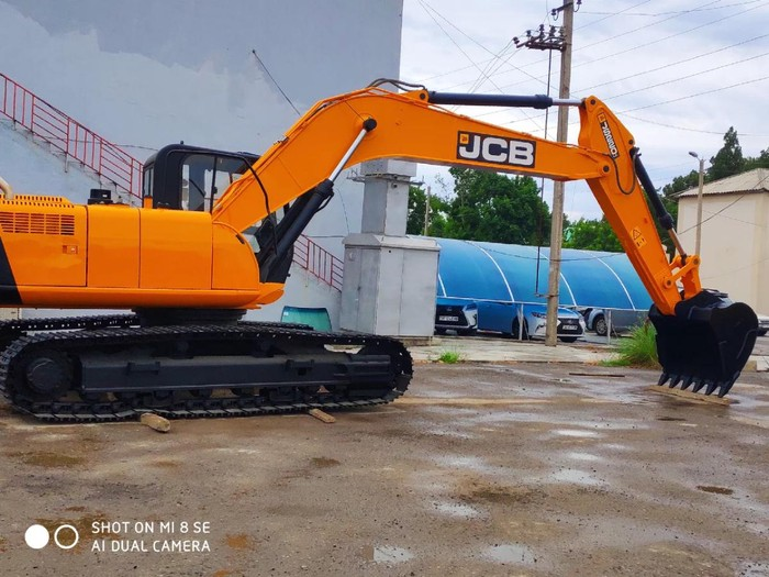 Ekskawator JCB 220. Photo 1