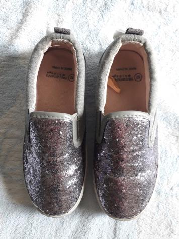 """""""Teranova"""" - broj 32, cipele iz Švajcarske, sive, elegantno-sportske (imaju kao šljokice), obučene jednom (za rodjendan), odlično očuvane"""