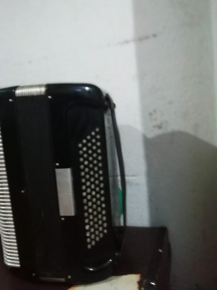 Harmonika Skala 80 basova u ekstra stanje dumetara sa koferom. Photo 2