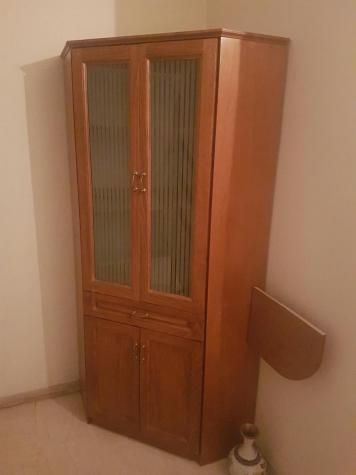 Πωλείται γωνιακό ξύλινο έπιπλο βιτρίνα.. Photo 0