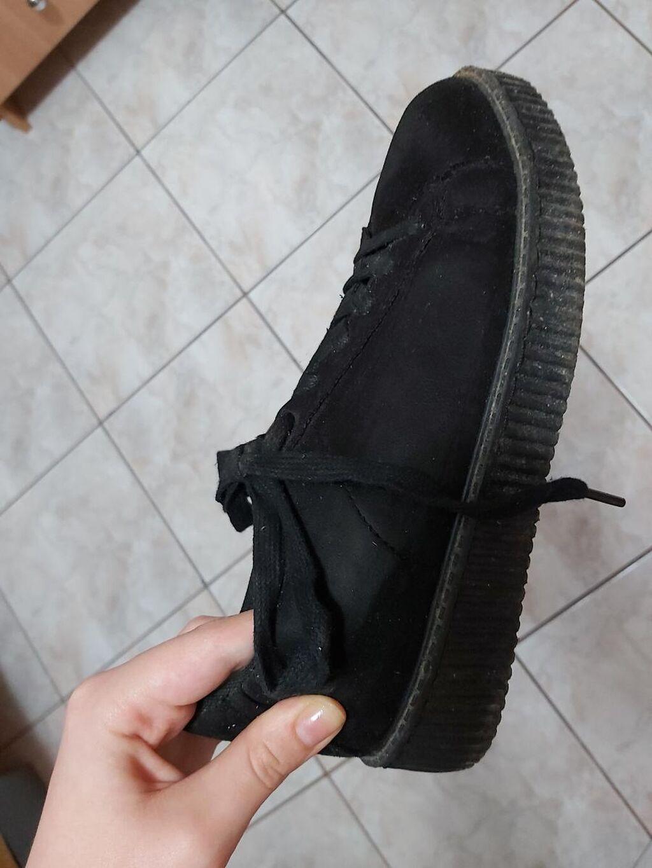 Παπούτσια γυναικεία μαύρα βελουτέ με ύψος πατου 3 εκ και νούμερο 39