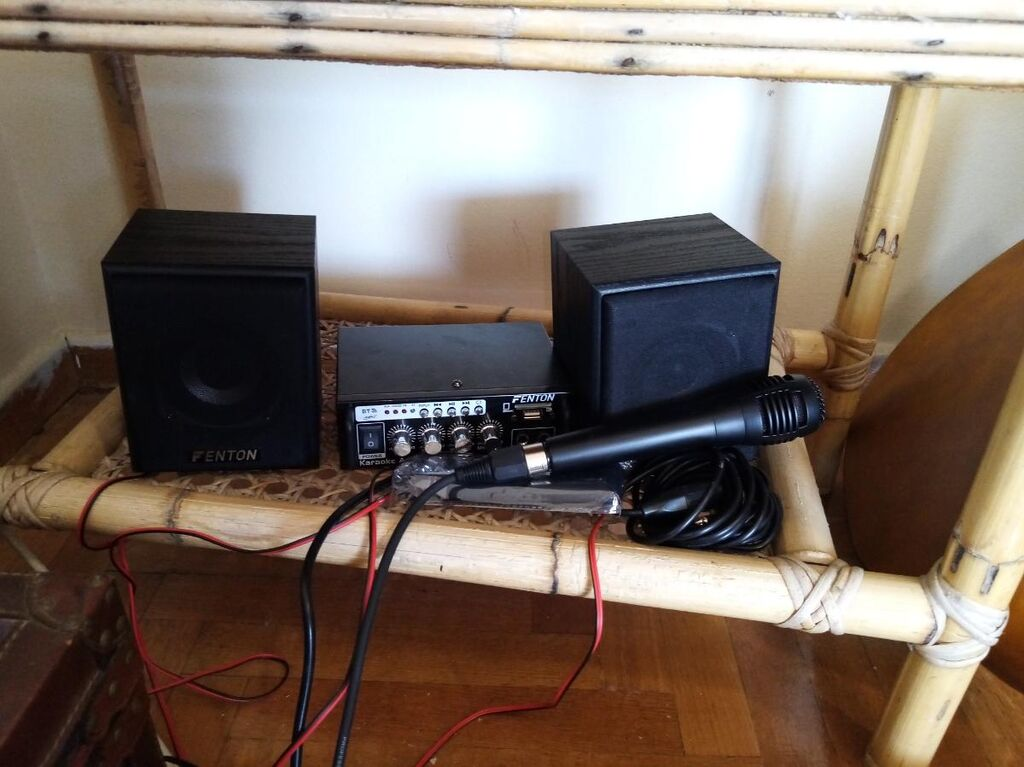 Ήχο σύστημα ολοκληρωμένο με ηχεία και  ένα μικρόφωνο