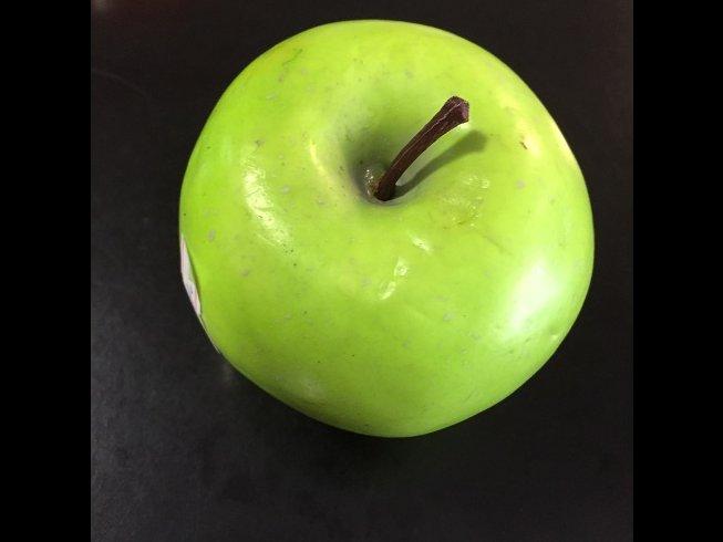 Декоративное зеленое яблоко для создания натюрмортов. в Бишкек