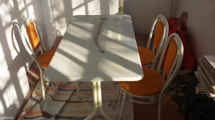 Стол качественый железный верх под мрамор  3 стула в Душанбе