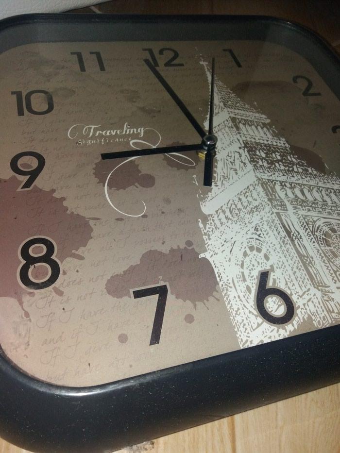 Zidni sat ocuvan. Photo 0