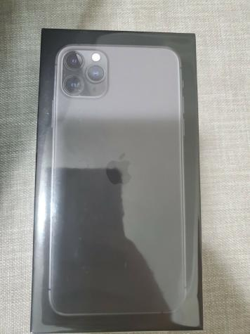 Apple iPhone 11 Pro Max - 512GB - Space Gray. Photo 1