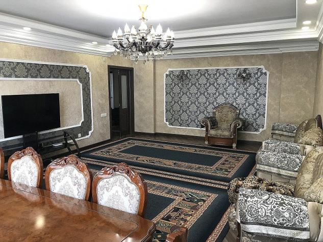 Продается квартира: 4 комнаты, 140 кв. м., Бишкек. Photo 0