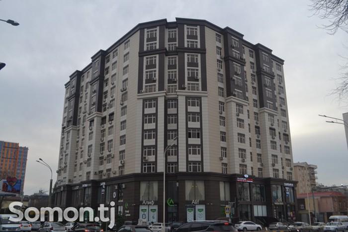 Продается квартира: 4 комнаты, 195 кв. м