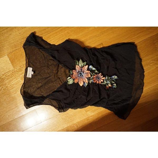 Karen millen small διαφανης μπλουζα με ωραιο σχεδιο μπροστα. Photo 0