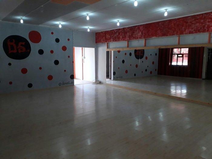 сдаю 2 помещения  1.танцевальная студия 100 кв 2. помещения для тренаж в Бишкек