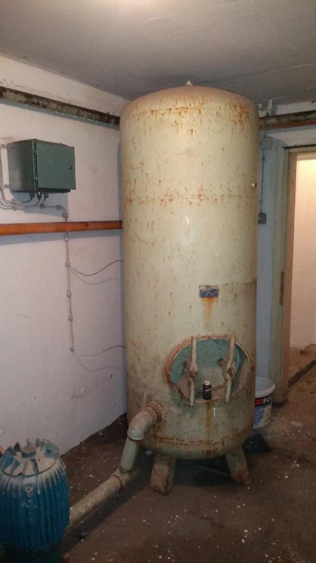 Hidrofor korišćen, stambena zajednica. 6 spratova