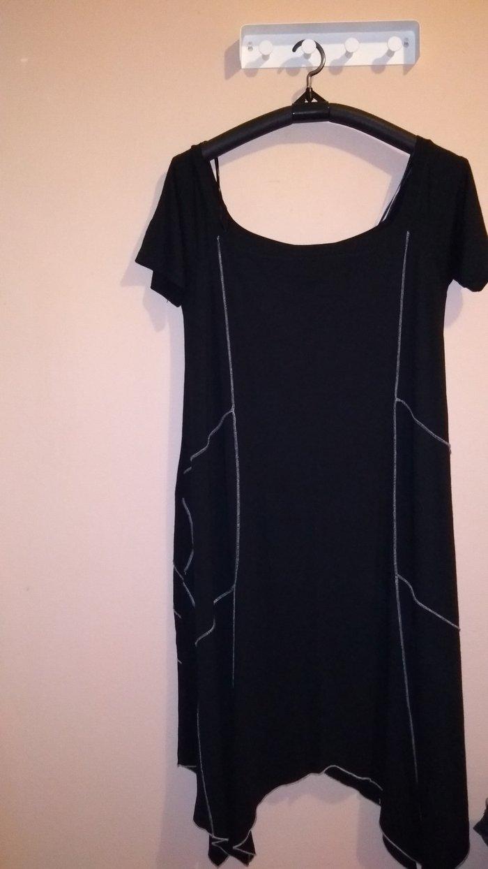 Φόρεμα μαύρο , με μύτες στο. Photo 0