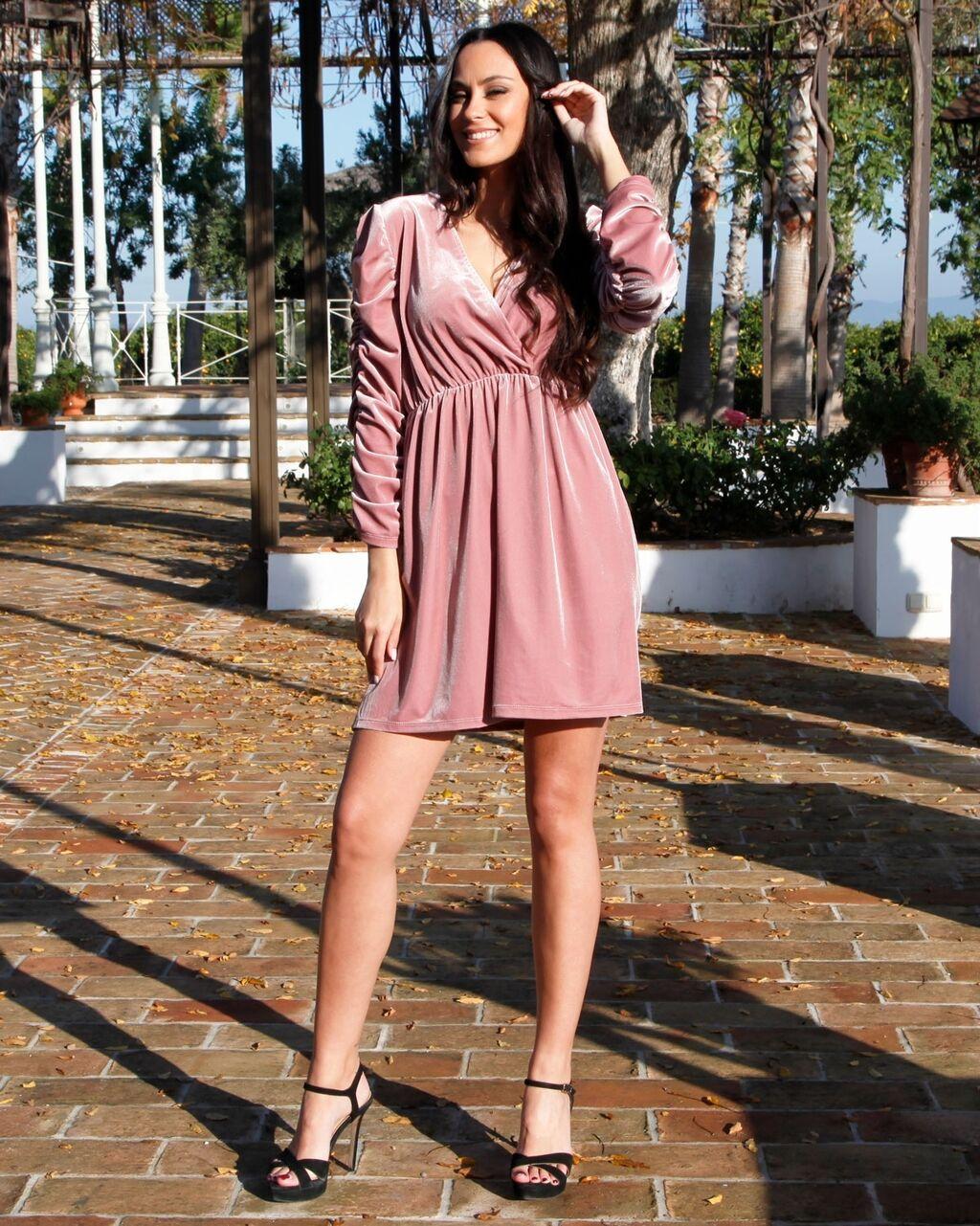 Лёгкое розовое платье,как раз на лето.Размер М,одевала один раз   Объявление создано 18 Май 2021 12:27:59: Лёгкое розовое платье,как раз на лето.Размер М,одевала один раз