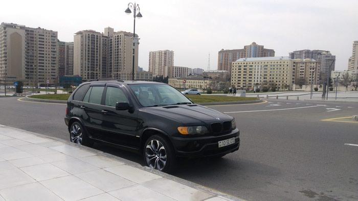 Bakı şəhərində BMW X5 2001