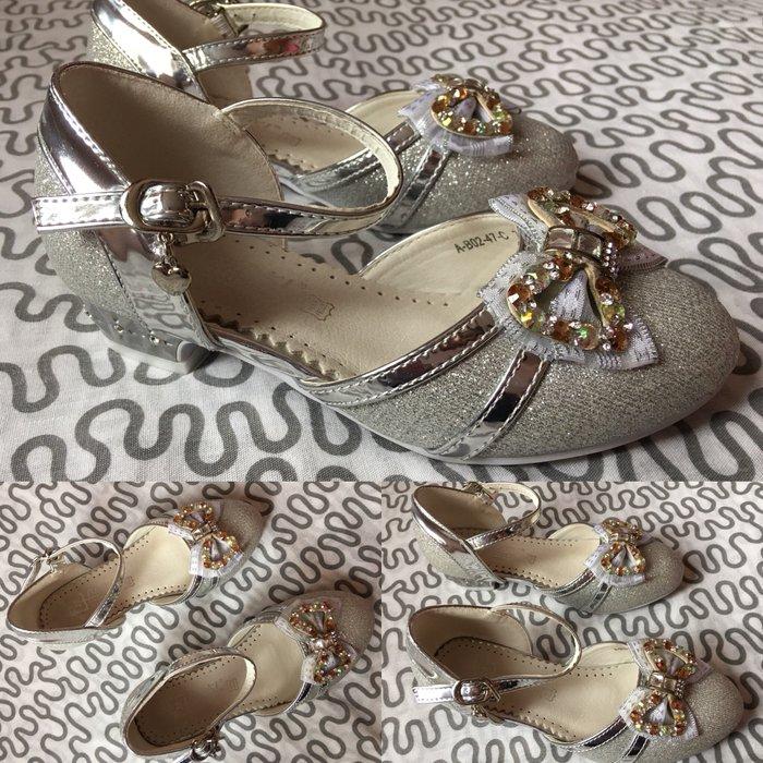 Нарядные туфли для девочки 6/7 лет. размер 29-30 (18 см по стельке). Ц в Бишкек
