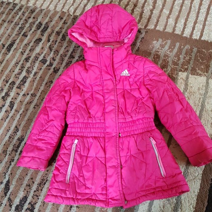 Куртка адидас демисезонная на девочку .4-5  лет . в Бишкек