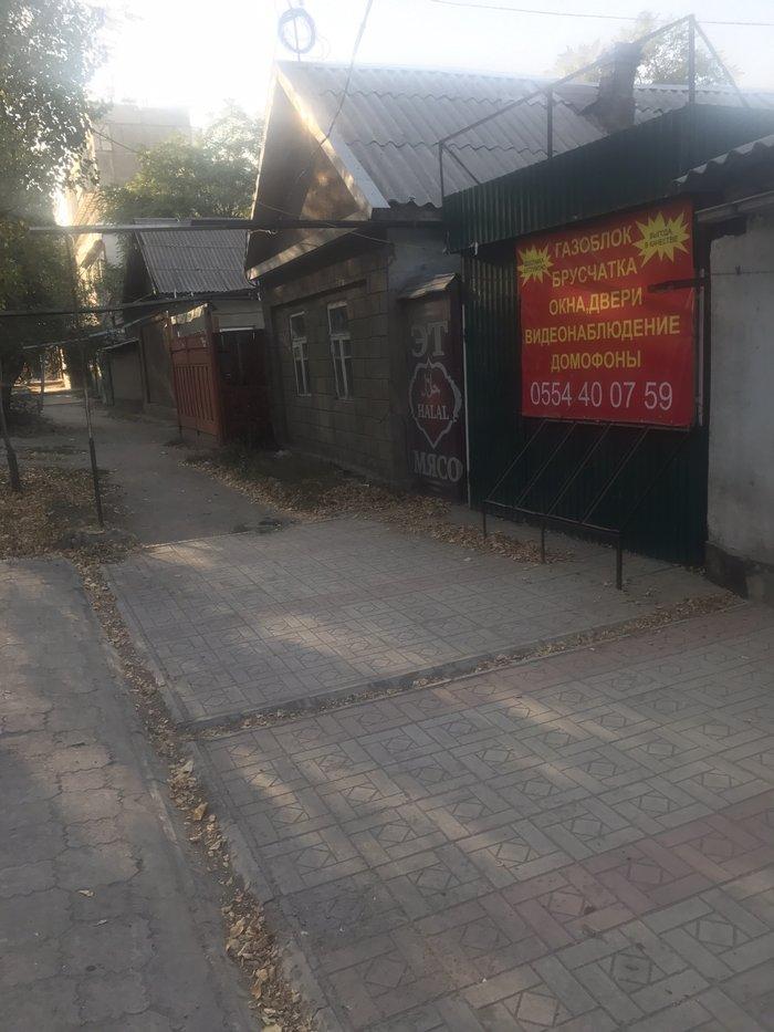 Сдаю дешево в центре города, прямо на дороге помещение 12 кв.м. Плюс с в Бишкек