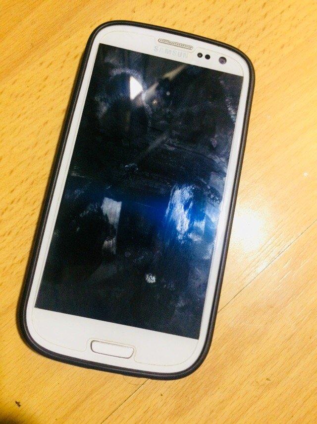 Sumqayıt şəhərində Galaxy S3! Problemsizdir...Karobka,Adaptor,Antiudar,Kabro var...Barter