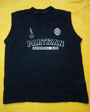 Dres majica PARTIZAN  cist pamuk velicina 14 cena 400 din