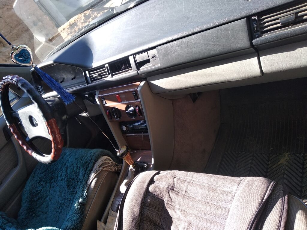 Mercedes-Benz E 230 2.3 л. 1988: Mercedes-Benz E 230 2.3 л. 1988