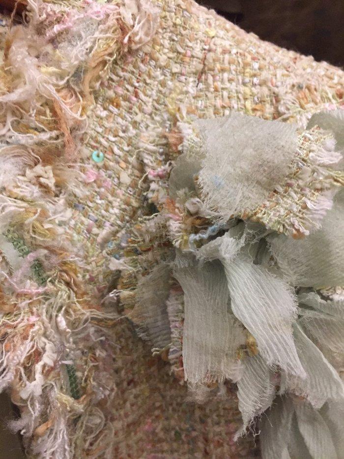 Σακάκι tweed βεράμαν  με λουλούδι , κοντό τύπου Chanel . Νο small .Αφό. Photo 4