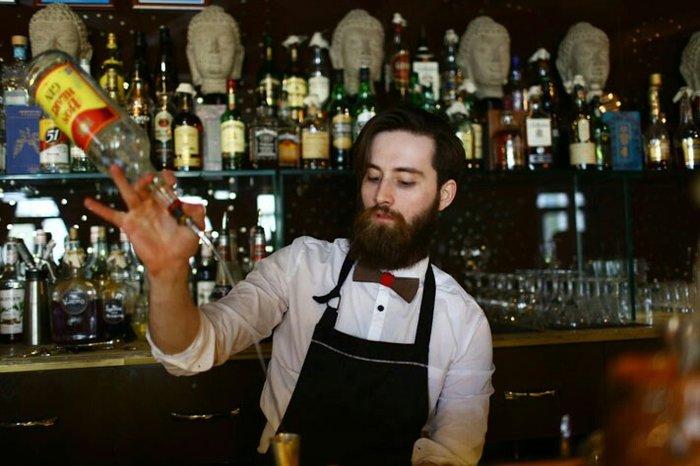 Ночной клуб требуется бармен фитнес клуб казань москва