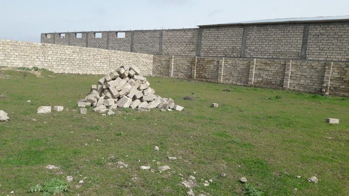 Bakı şəhərində Binə qəsəbəsi parnikin yaxınlığında 10 sot 13 daş
