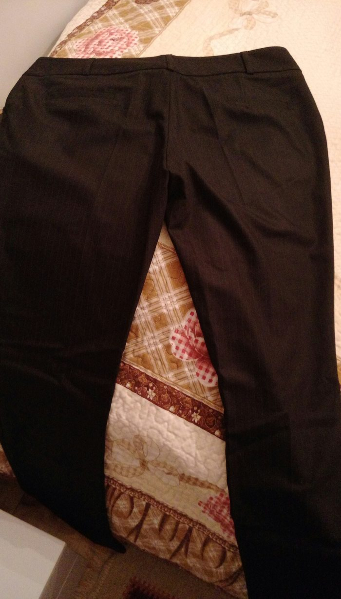 Женские брюки, чёрные, в полоску, размер 40. Новые.. Photo 1