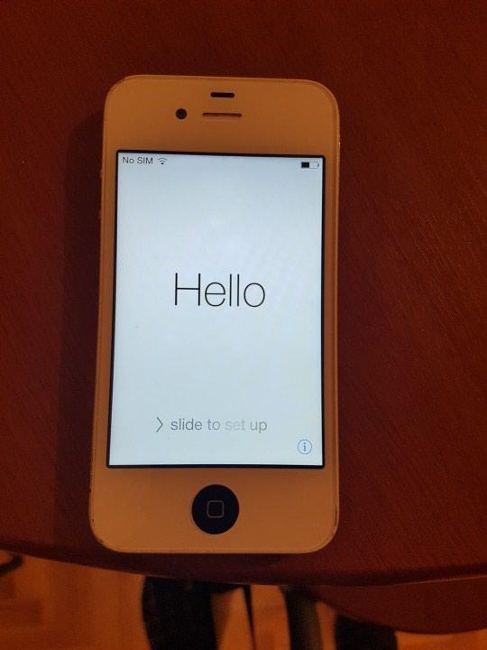 Iphone 4zakljucan na icloud. displej ispravan,punjenje itd