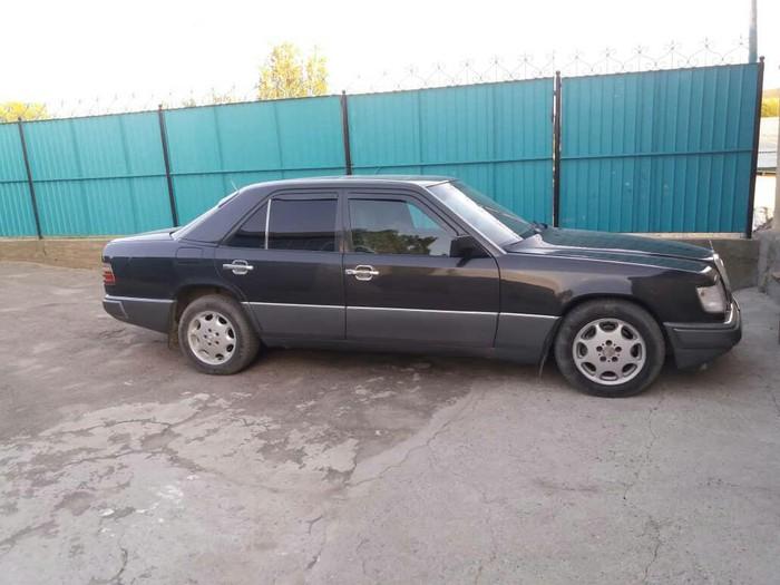Mercedes-Benz E 320 1993. Photo 2