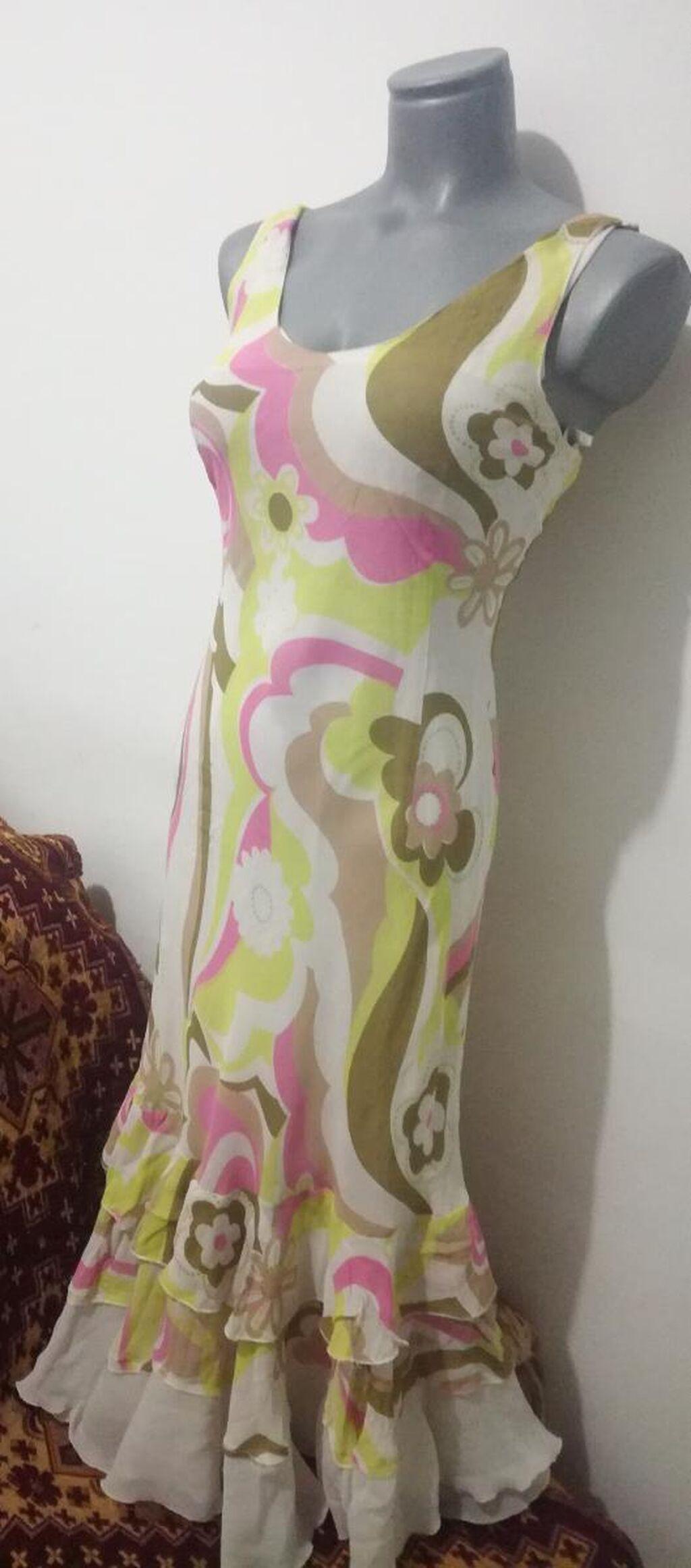 Letnja haljina postavljena u odličnom stanju vel 40 100% polyester