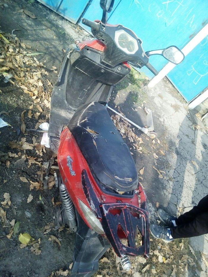 Продаю скутер ангел требуется ремонт можно на запчасти   в Лебединовка