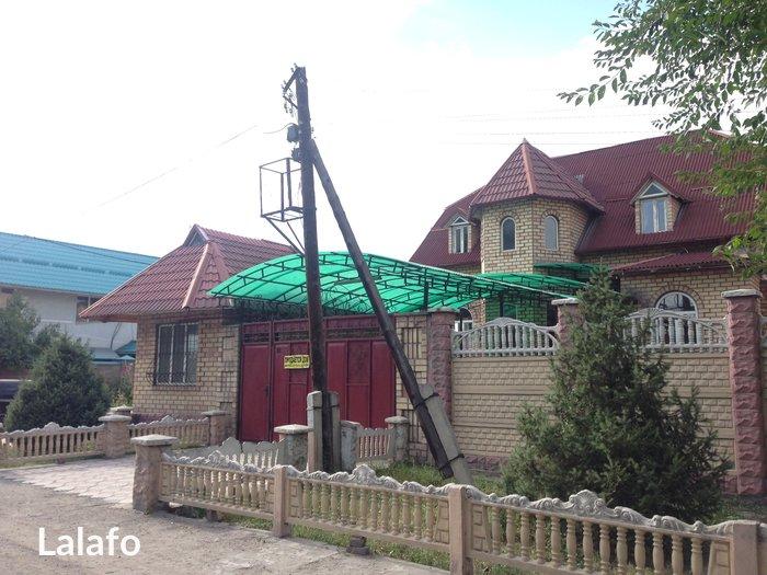 Продается 2-х этажный кирпичный дом-мансард, 260 кв. м, 7 комнат,подва in Бишкек